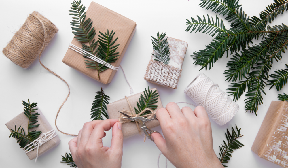 Clever Ideas for Gift Wrapping 33